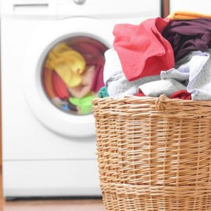 Lavatrice e bucato a mano